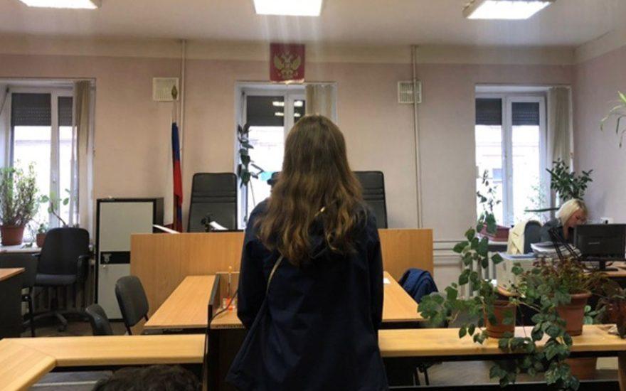 В Санкт-Петербурге комсомолку приговорили к семи суткам заключения