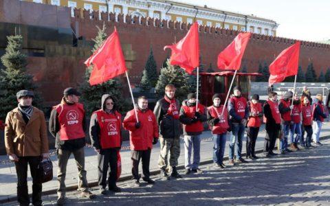 Рязанские комсомольцы возложили цветы к Мавзолею Ленина