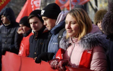 Рязанские комсомольцы возглавили колонну на праздничном шествии в Москве