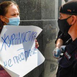 Власть пытается заставить замолчать оппозицию и журналистов, но получается плохо